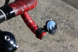 自転車にバックミラー??